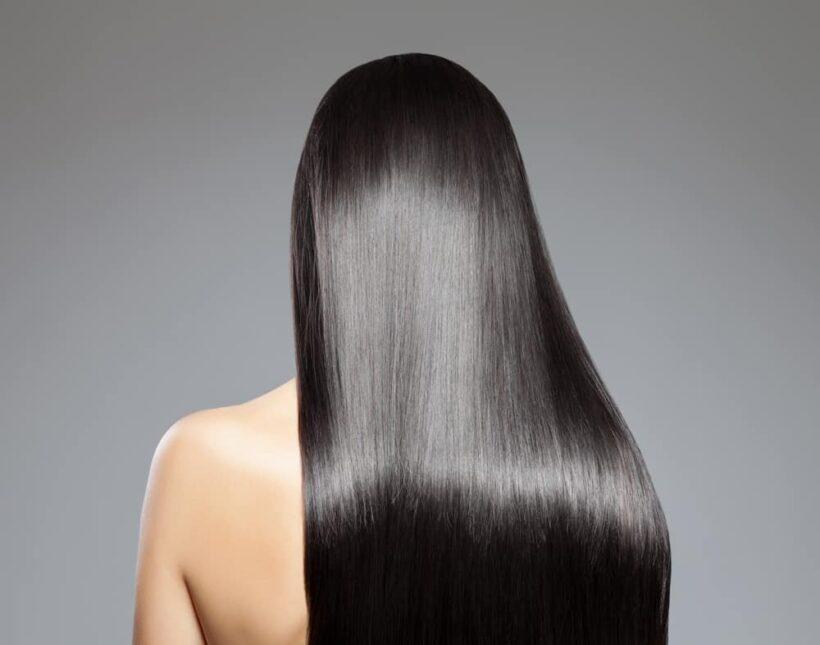 Frau mit glänzendem schwarzem Haar