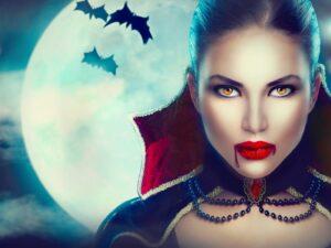 Frau als Vampir geschminkt